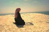 Annemin namaza başlaması için nasıl dua etmeliyim? Ona nasıl davranmalıyım?